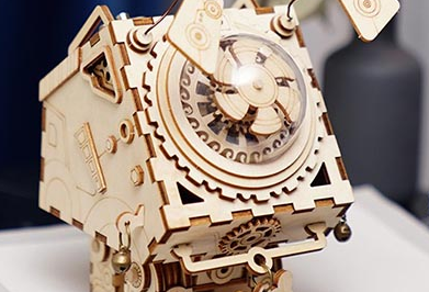 The laser carved music box takes you to trace the rhythm in the depths of your memory